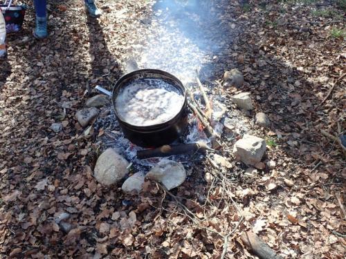 Feuer mit Kochtopf