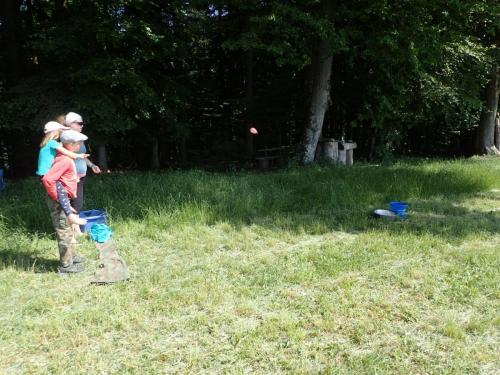 Wasserballons werfen