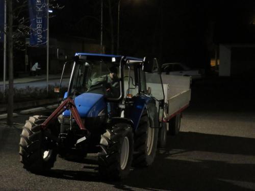 Traktortaxi zur Feuerstelle